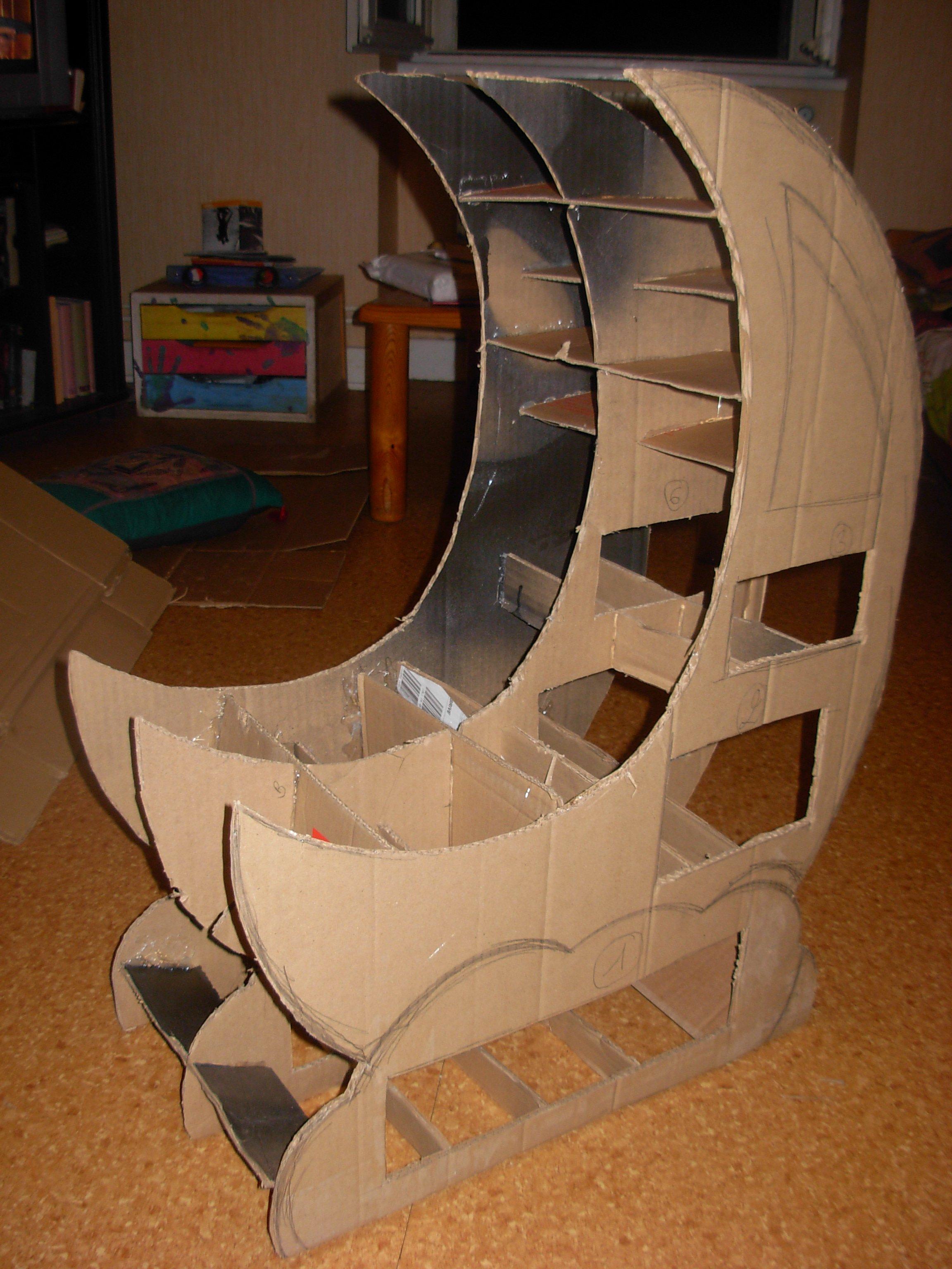 la lune est en carton en cours. Black Bedroom Furniture Sets. Home Design Ideas